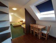 Tetőtéri háromágyas szoba