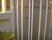 3+1 fős erkélyes apartman fürdőszoba