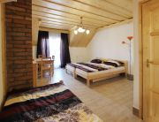 Emeleti négyágyas, erkélyes szoba