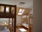 egyágyas emeletes ágyas szobánk