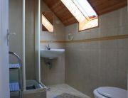 egy szobás fürdő
