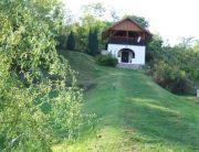 Különálló faház, nagy fedett panorámás terasz