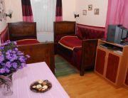 Várra néző kétágyas szoba mini konyhával