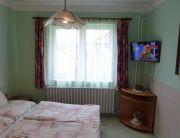 Franciaágyas zöld szoba