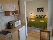 Az apartman (a konyha felől)