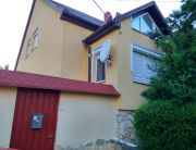 A ház külső, utcai képe.