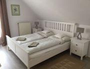 Franciaágyas szoba egy ággyal