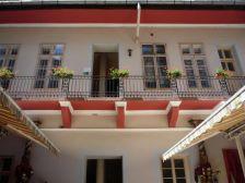 Fehér Páva Étterem és Hostel Budapest szálláshely