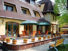 Hotel Flóra** szálláshely