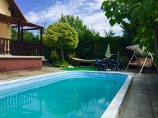 Joe medencés háza Balatonkenese szálláshely