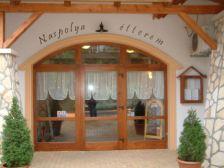 Naspolya Panzió és Étterem szállás