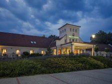Old Lake Golf Hotel Tata