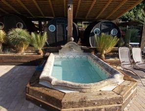 Egzotikus Kert Óriáshordó bungaló Balatonalmádi szálláshely