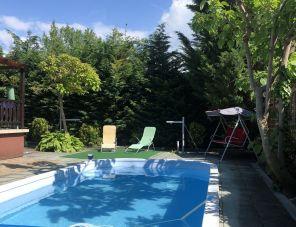 Joe medencés háza