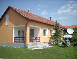 Abádi Karmazsin ház profil képe - Abádszalók