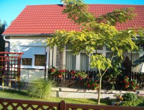 Petragabi Nyaraló profil képe - Balatonfenyves