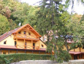 Várkúti Turistaház profil képe - Noszvaj