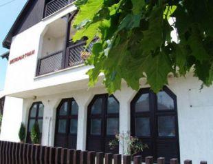 Úszómedencés Nyaraló profil képe - Balatonboglár
