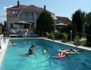Fort vendégházak medencével profil képe - Balatonszárszó