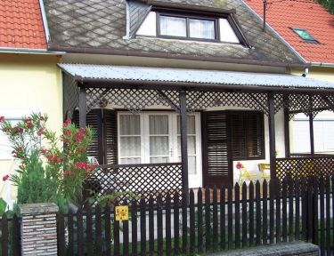 Vörös Apartman profil képe - Balatonfenyves