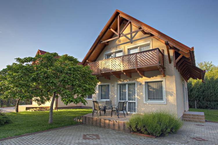 Gyöngyvirág Apartmanház-Balatonlelle