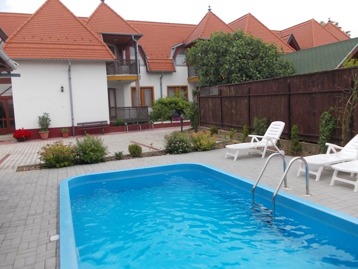 Klaudia Apartmanház-Balatongyörök