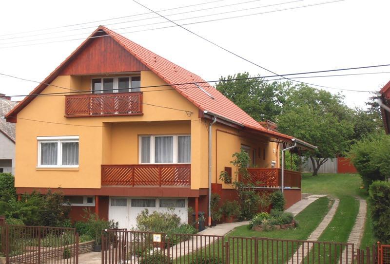 Piroska Apartmanház-Balatonlelle